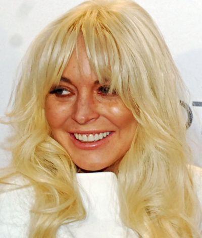 Lohan i jej okropne żółto-białe włosy