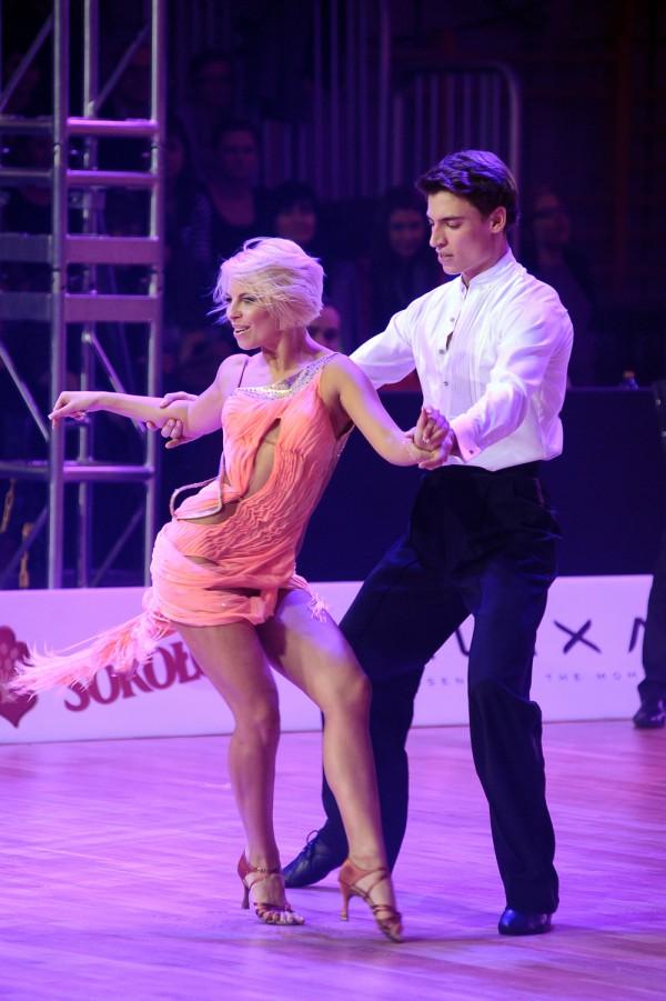 Tańczyła z PIERSIAMI NA WIERZCHU!