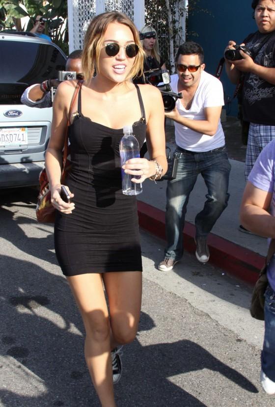 Miley Cyrus bez majtek! [+18]