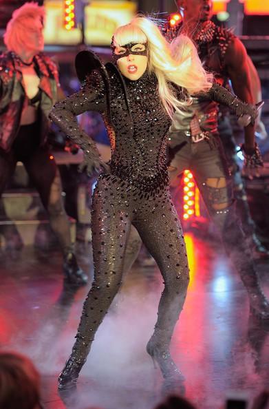 Lady Gaga i jej kreacje sylwestrowe