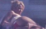 Cudowna pupa Shakiry praży się na plaży Miami Beach!