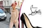 Rihanna to żywa reklama Louboutin!