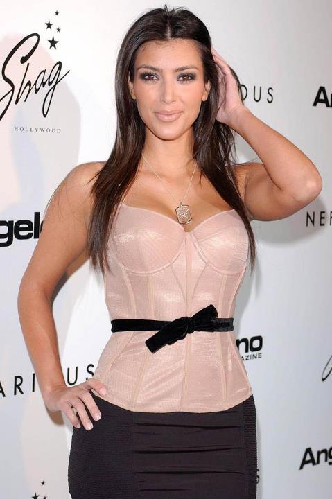 Kim Kardashian ma rzęsy... Z NOREK!
