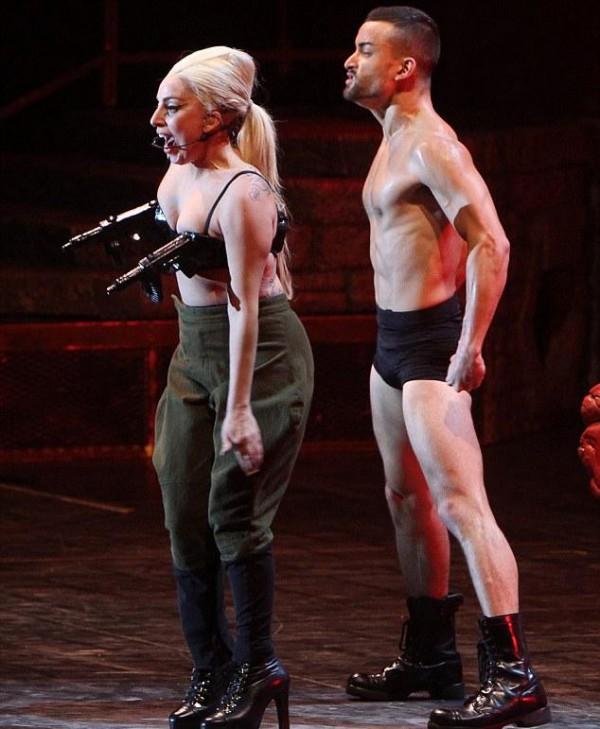 Lady Gaga GRUBĄ DZIWKĄ?!