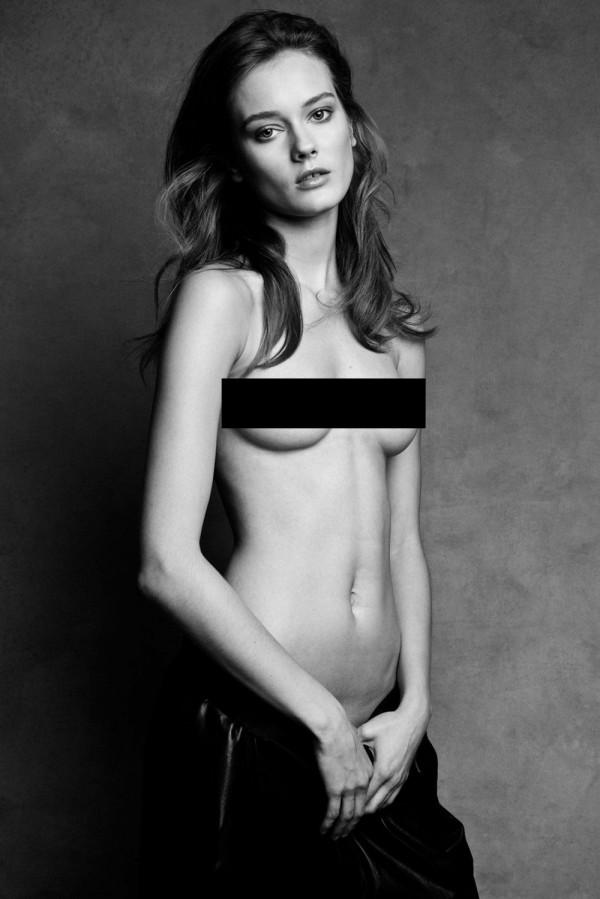 19-letnia modelka PO RAZ PIERWSZY TOPLESS [18+]