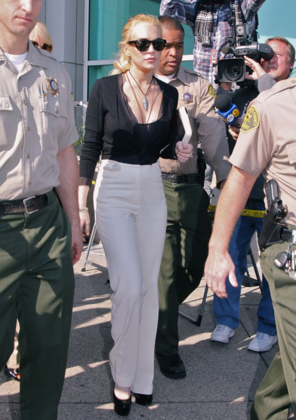 PATOLOGIA w rodzinie Lindsay Lohan! Gwiazda POBIŁA SIĘ Z MATKĄ!