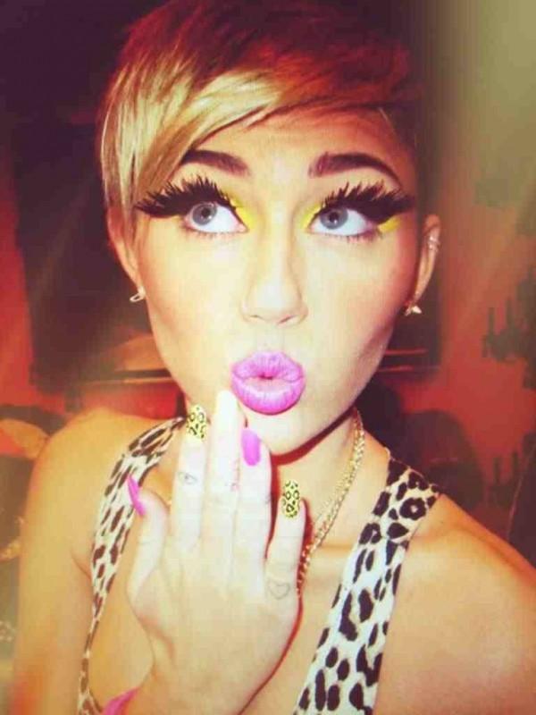 Miley nagrywa teledysk z GWIAZDĄ PORNO!
