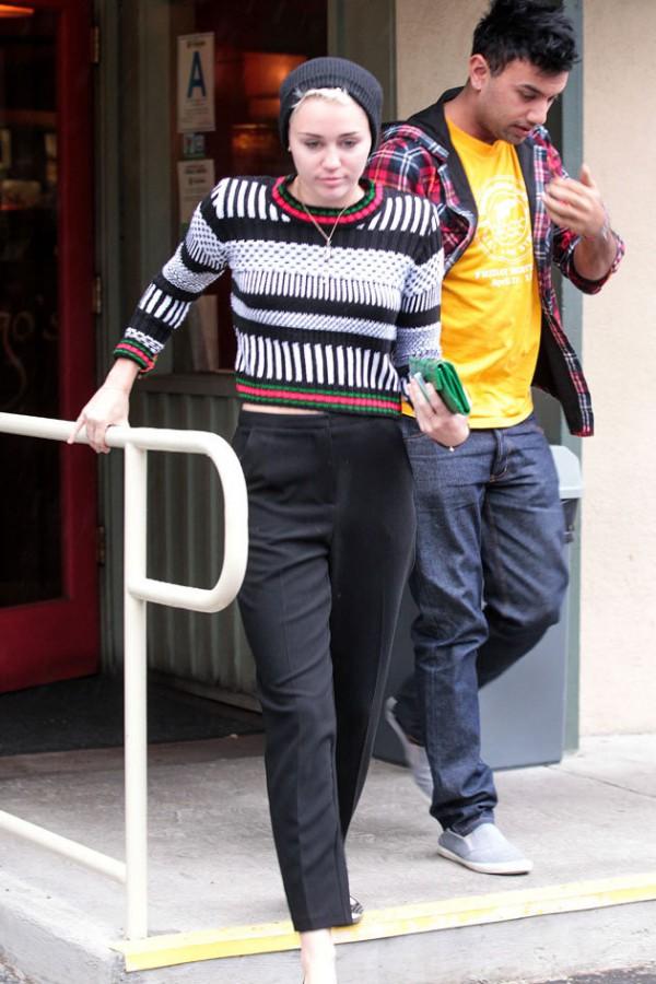 Miley WYGLĄDA KOSZMARNIE! Chodzi w BRUDNYCH CIUCHACH!