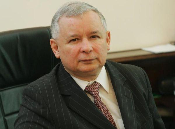 Jarosław Kaczyński adoptował psa ze schroniska!